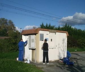 Peinture d'un poste source ERDF par des jeunes de la Maison Saint Roch - Apprentis d'Auteuil