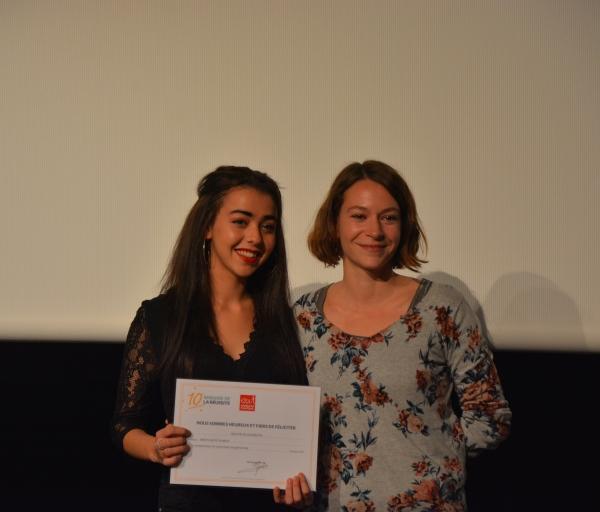 Orane félicitée pour son parcours par Chloé son éducatrice - Sant-Jordi (66)